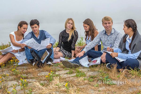 Namen von links: Mariia, Aziz, Anna, Alina, Konstantin und Aizha