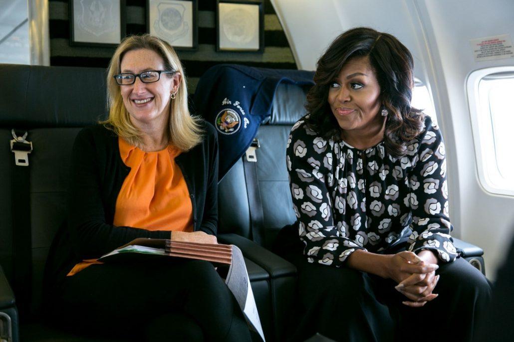 Меліса Вінтер та Мішель Обама в літаку