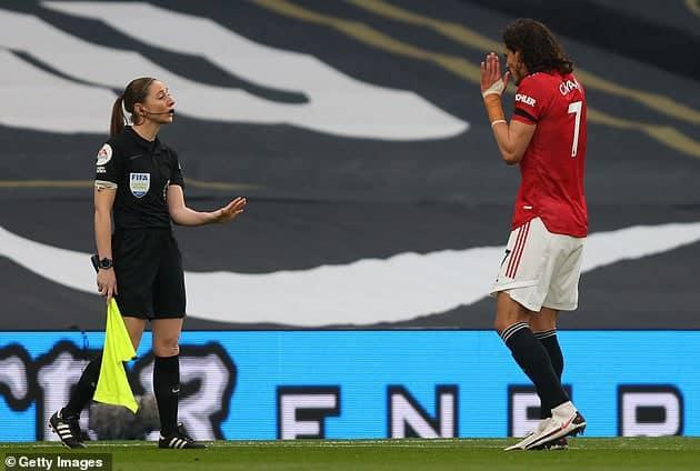 Через ноги арбітерки іранський футбольний телеканал «сотню разів» переривав трансляцію футбольного матчу «Тоттенгем Готспур» — «Манчестер Юнайтед»